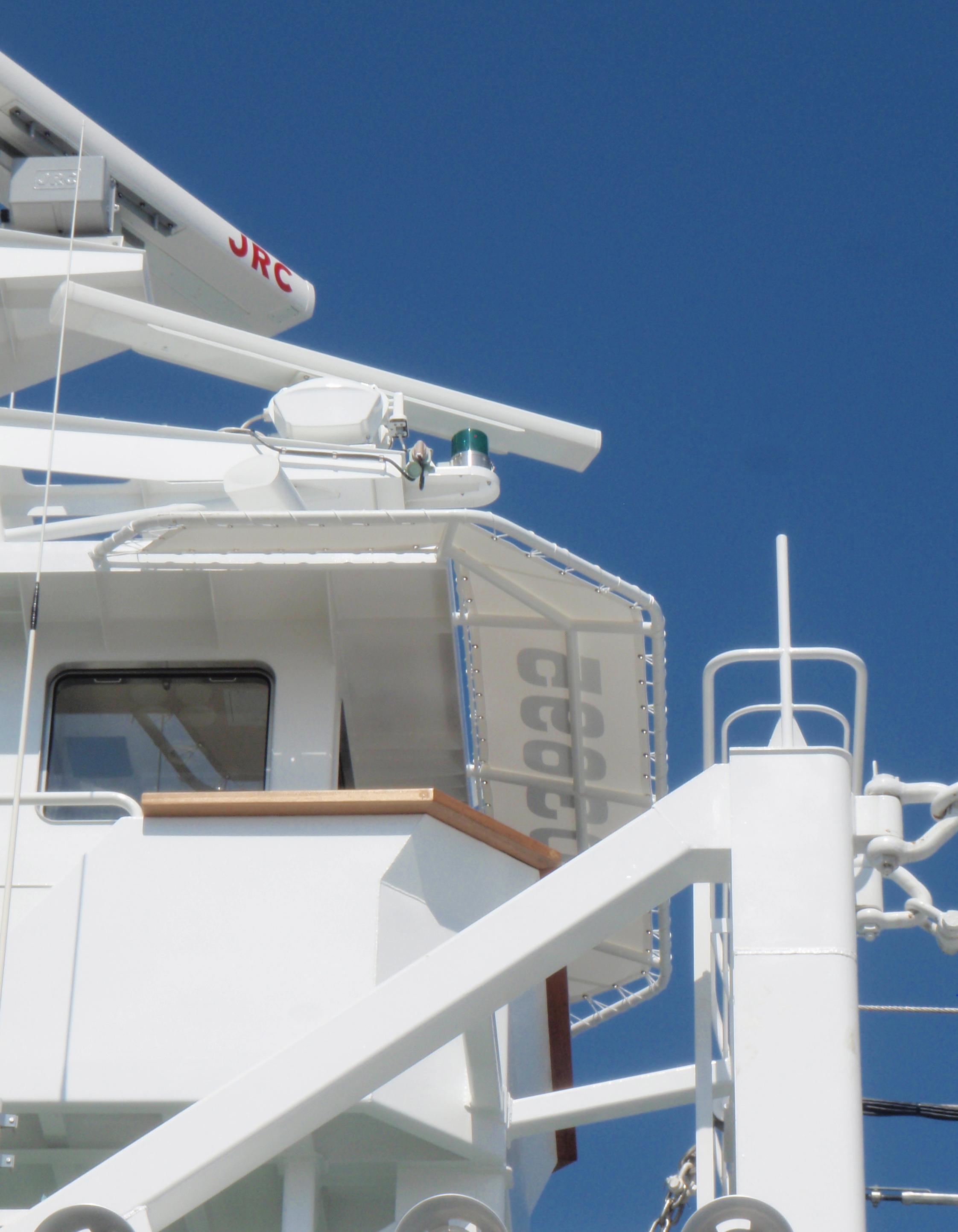 船の甲板に・・快適な日除けテント!