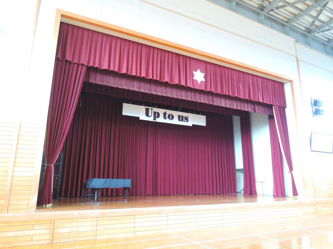 体育館のステージ幕
