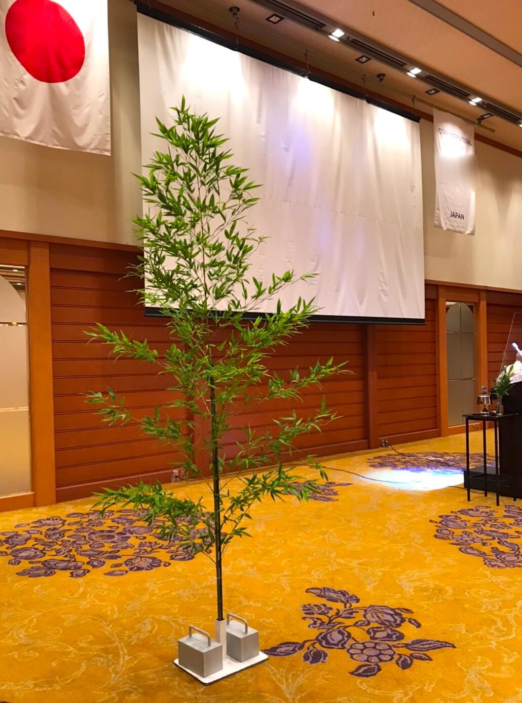 七夕祭り会場スクリーンと竹